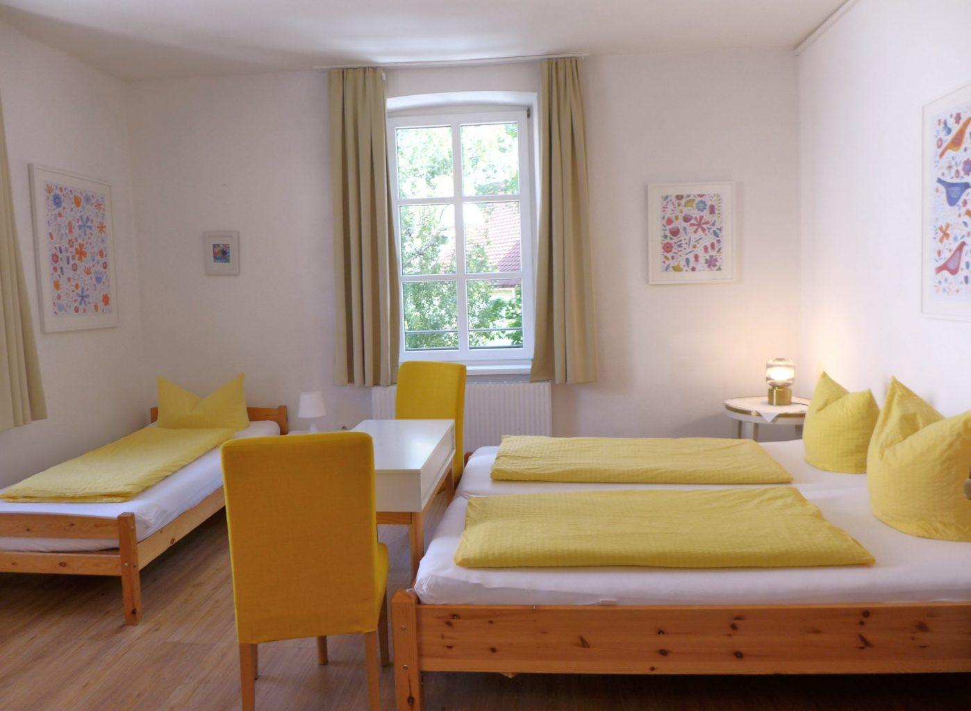 Dreibettzimmer mit Etagenbad